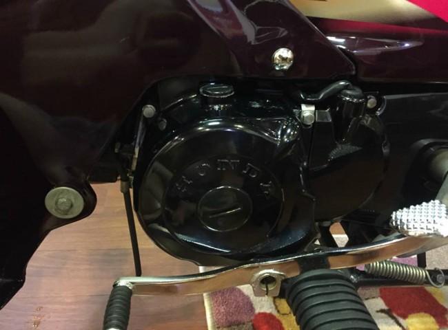 Động cơ của Dream lùn có phân khối chỉ 100cc nhưng lại bền bỉ và tiết kiệm nhiên liệu, rất được dân Việt ưa chuộng một thời.