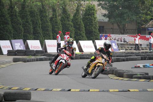 """Lần đầu xem đua xe mô tô ở """"chảo lửa"""" Mỹ Đình - 1"""