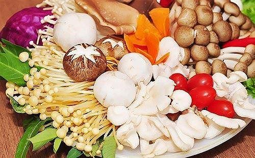 Những thực phẩm nấu không chín kỹ thành 'thuốc độc' cho cơ thể - 1