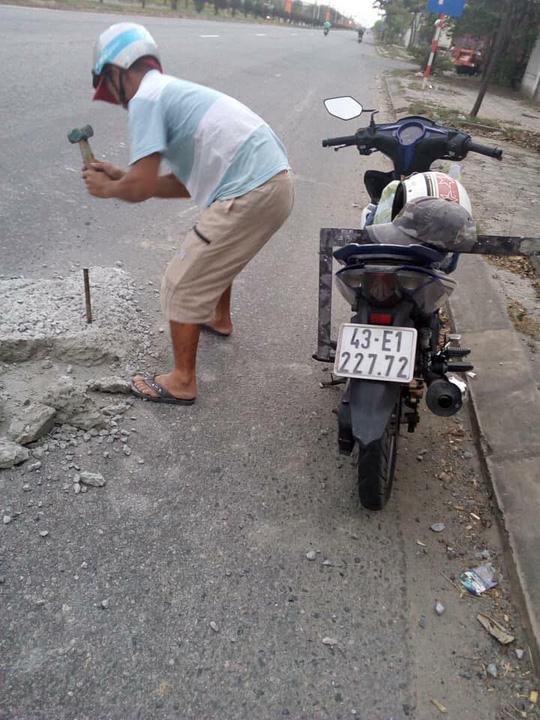 """Vụ 2 thợ đá gây """"sốt"""" mạng xã hội: Do đơn vị quản lý đường chưa phát hiện kịp - 1"""