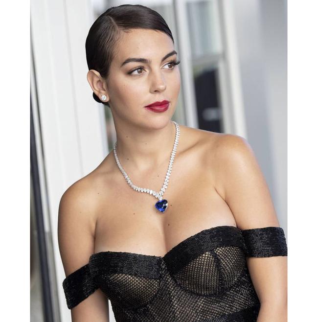 """Bạn gái CR7 - Georgina Rodriguez gây chú ý khi xuất hiện với hình ảnh vô cùng quyến rũ ở Liên hoan phim Cannes 2019. Dung nhan """"gái một con trông mòn con mắt"""" của cô khiến bao người trầm trồ."""