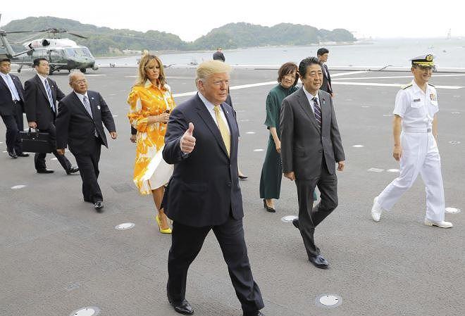 Ông Trump thăm chiến hạm lớn nhất của Nhật, người Trung Quốc 'sốt vó' - 1