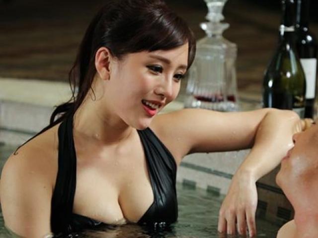"""Vẻ đẹp gợi cảm của cô đào Hồng Kông từng bị tố """"có giá 1 tỷ"""""""