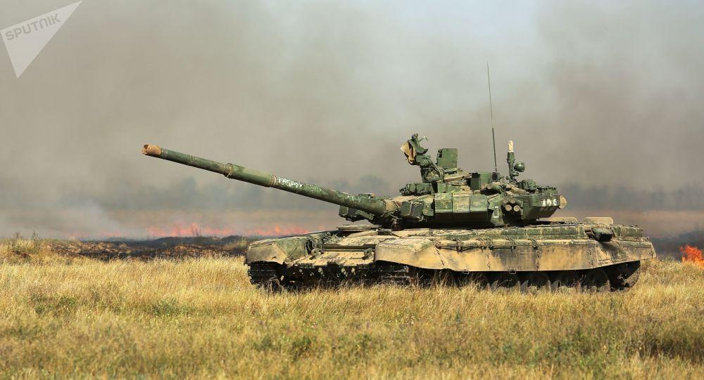 """""""Xe tăng T-72 Nga"""" bất ngờ xuất hiện ở căn cứ quân sự Mỹ - 1"""