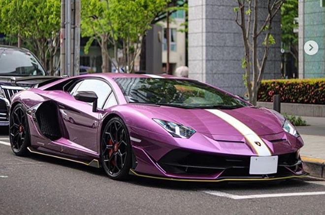 """Lamborghini Aventador SVJ """"màu tím thuỷ chung"""" lăn bánh trên đường phố xứ hoa anh đào - 1"""