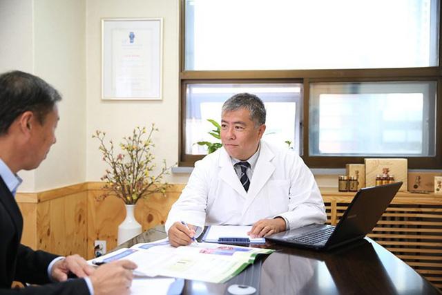 Quyển sách viết về liệu pháp phục hồi cho người bệnh ung thư - 1
