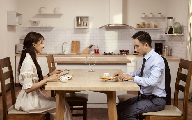 Phan Mạnh Quỳnh kết đôi với vợ 9X sắp cưới trong MV mới - 1