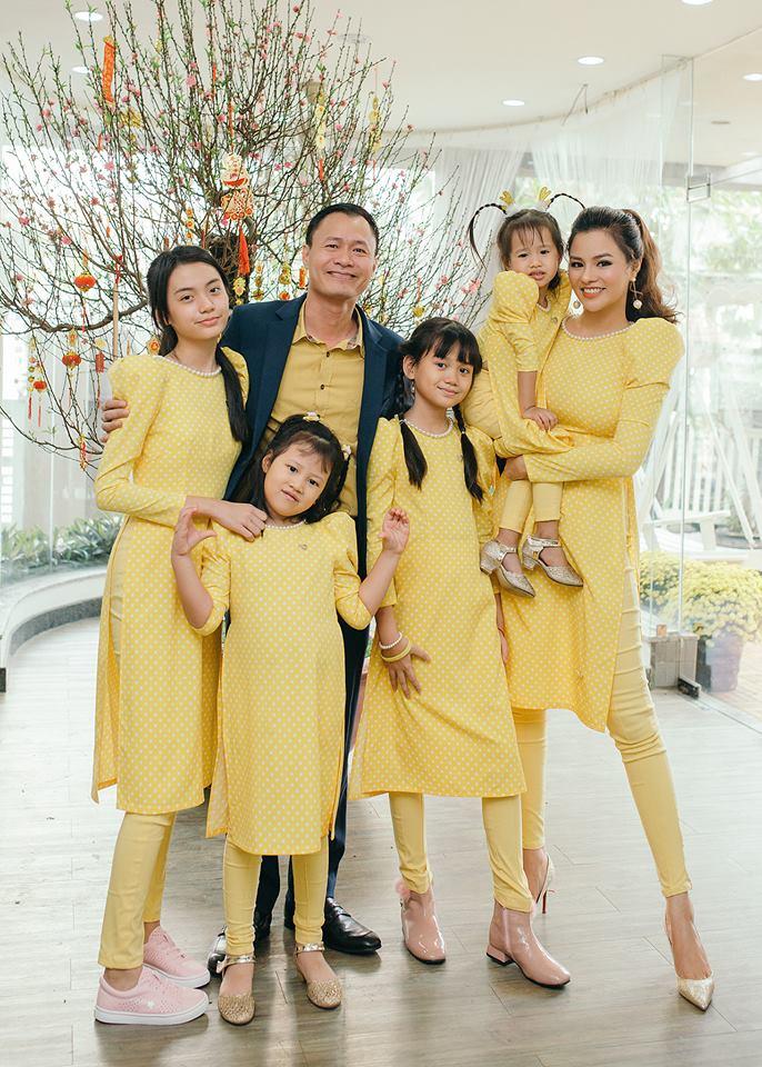 Cuộc sống của siêu mẫu Thu Phương với 2 con riêng của chồng hiện ra sao? - 1