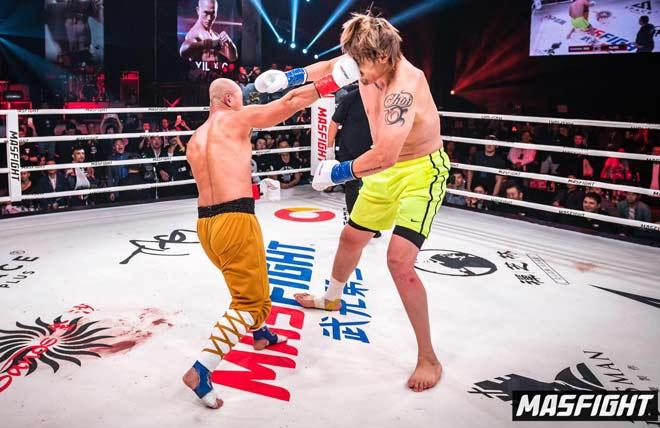 """Cực nóng: """"Đệ nhất Thiếu Lâm"""" đấu võ sỹ """"khổng lồ"""" hơn 20cm nặng 100kg - 1"""