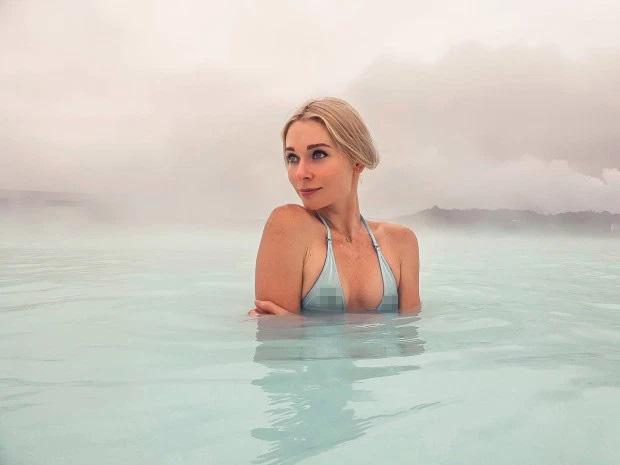 Cô gái Nga xinh đẹp thích khỏa thân tại nhiều địa danh trên thế giới - 1