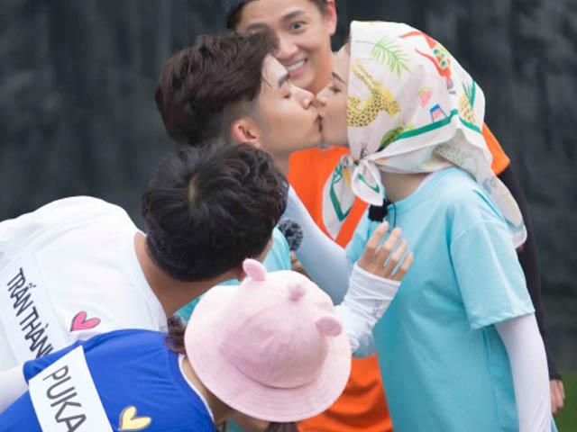 Phim - Sam nói gì khi thoải mái hôn Jun Phạm trên sóng truyền hình?