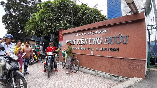 """Vụ """"thánh livestream"""" Lê Dương Bảo Lâm bị đánh khi phát cơm từ thiện: """"Bọn con đang diễn để quay phim""""? - 1"""