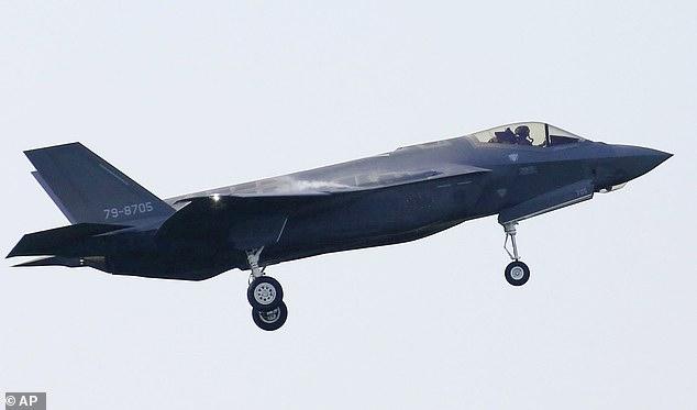 Hé lộ nguyên nhân phi công Nhật lái tiêm kích F-35 đâm xuống biển - 1