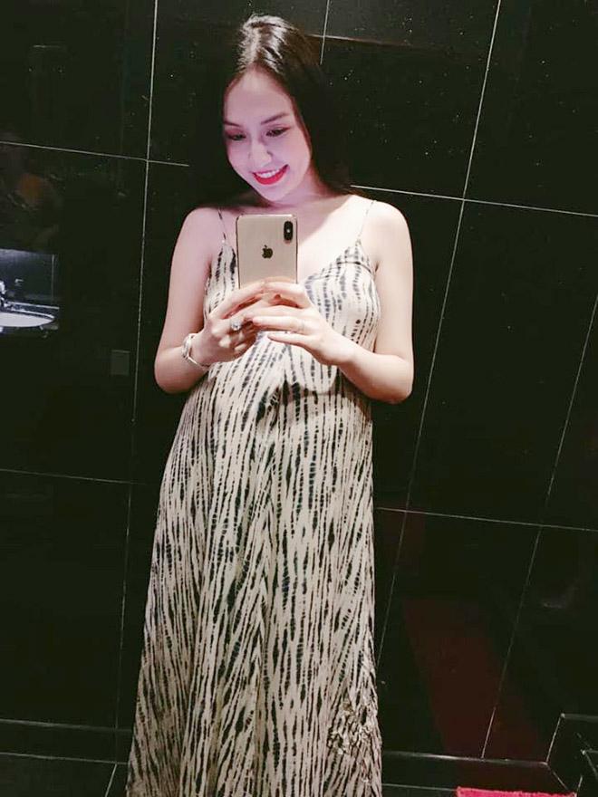 """""""Váy bầu bí"""" tôn nét đẹp tròn đầy của bà xã Tuấn Hưng - 1"""
