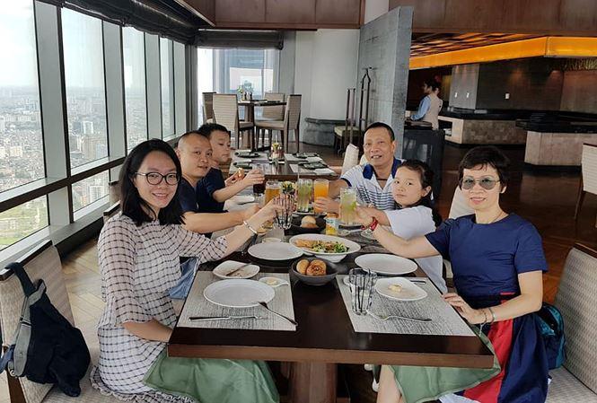 MC Lại Văn Sâm lần đầu khoe ảnh vợ và các con - 1