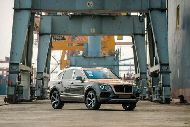 Chiếc xe đầu tiên thuộc phiên bản Bentley Centenary Gold kỷ niệm 100 năm tại Việt Nam - 1