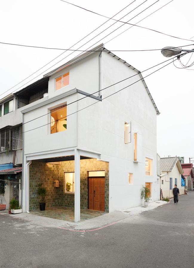 Căn nhà nhỏ xinh này xây dựng trên một mảnh đất rộng chỉ 35m2, tọa lạc ở Pingtung, Đài Loan.