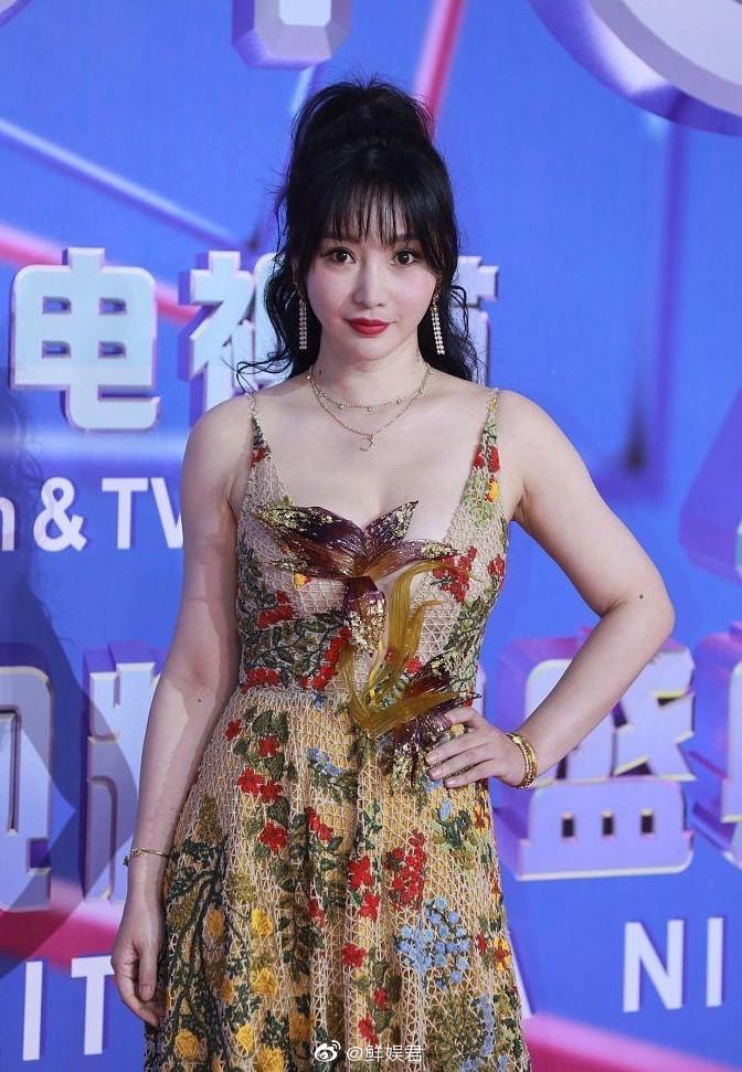 'Thánh nữ ngực đẹp Trung Quốc' vồ ếch trên thảm đỏ là ai? - 1