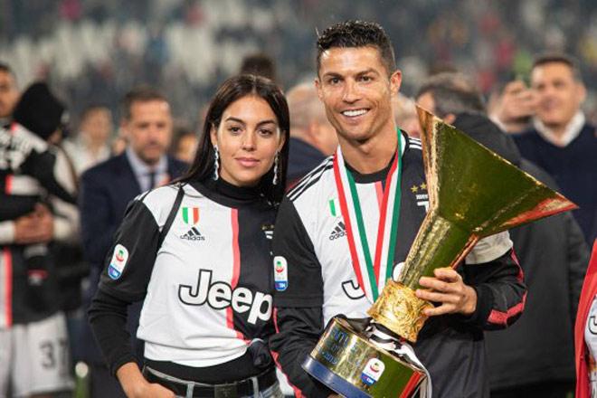 """Vô địch Nations League, Ronaldo mang chuyên cơ đưa mỹ nữ đi """"xả hơi"""" - 1"""