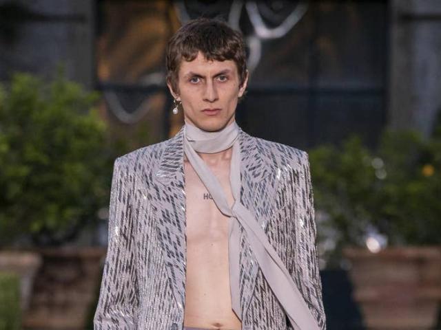 Chàng trai yêu màu hường là xu hướng thời trang nam mới?