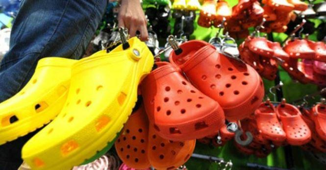 """Giày dép """"kiểu mới"""" gắn hình thú trang trí hút người dân Sài Gòn - 1"""