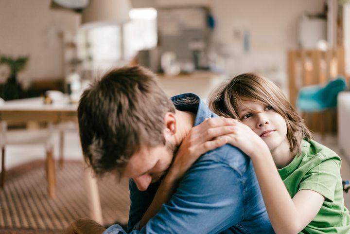 Tại sao đôi khi bố mẹ nên khóc trước mặt con cái - 1