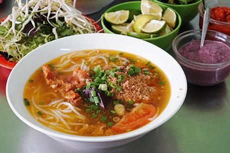 Những quán ăn đông nghịt khách ở phố núi Đà Lạt - 1