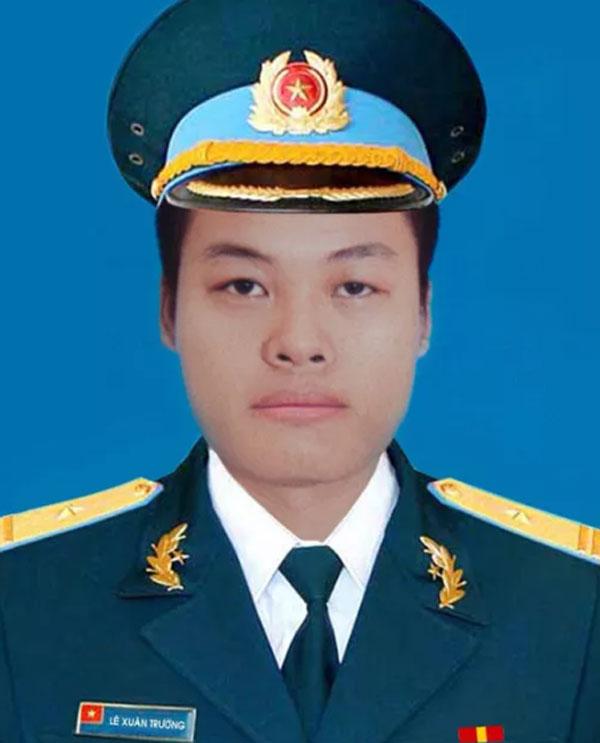 Phong, truy thăng quân hàm trước thời hạn với 2 phi công hy sinh ở Khánh Hòa - 1