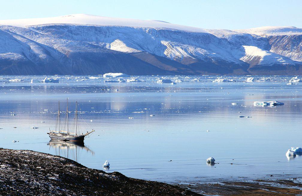 Hai tỉ tấn băng ở hòn đảo Bắc Cực biến mất chỉ trong một ngày - 1
