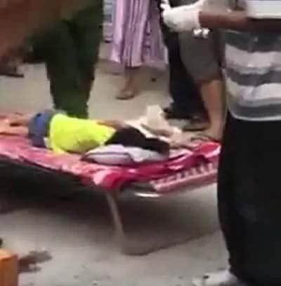 Bé 3 tuổi bị xe đưa đón của trường mầm non tông tử vong - 1