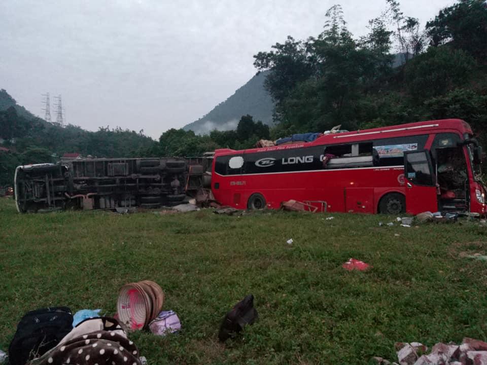 Tai nạn kinh hoàng: Xe chở sắt lao vào xe giường nằm, 41 người thương vong - 1