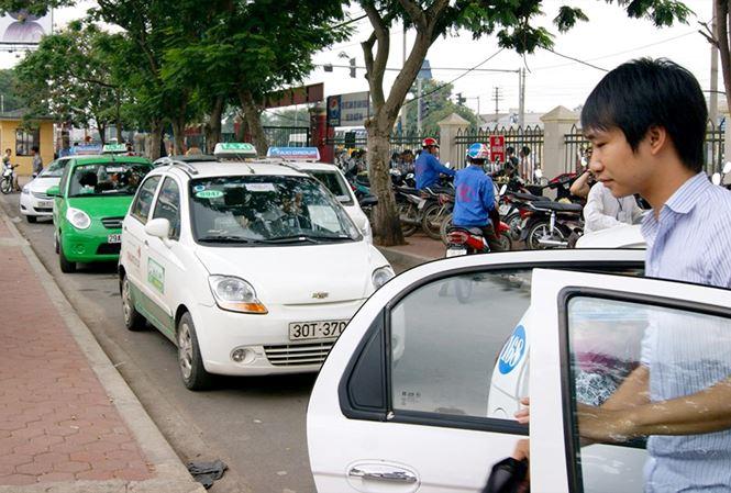 """Taxi công nghệ vẫn phải gắn """"mào"""" - 1"""