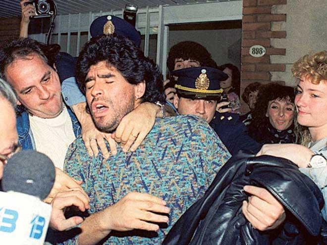 """Platini hối lộ, Maradona - Adriano buôn ma túy: Ngã ngửa SAO lớn """"xộ khám"""" - 1"""