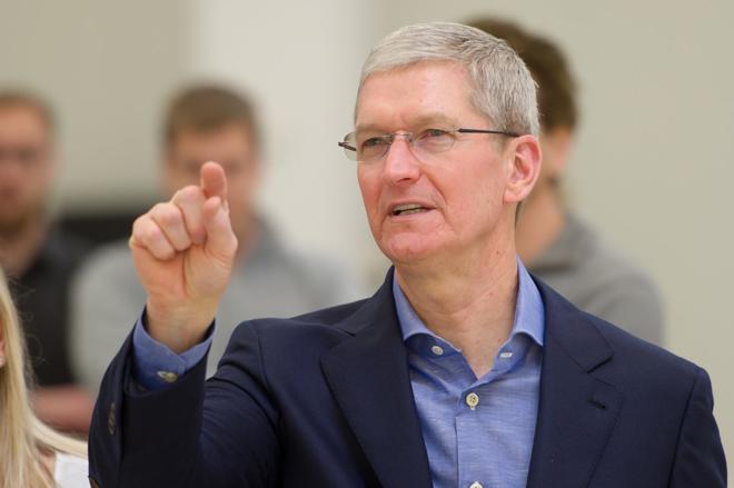 CEO Apple - Tim Cook tiếp tục chỉ trích các công ty công nghệ - 1