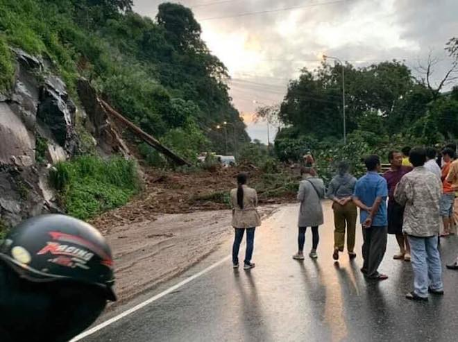 """Không thể vượt qua đèo Bảo Lộc, xe lên Đà Lạt """"chôn chân"""" kéo dài hàng chục km - 1"""