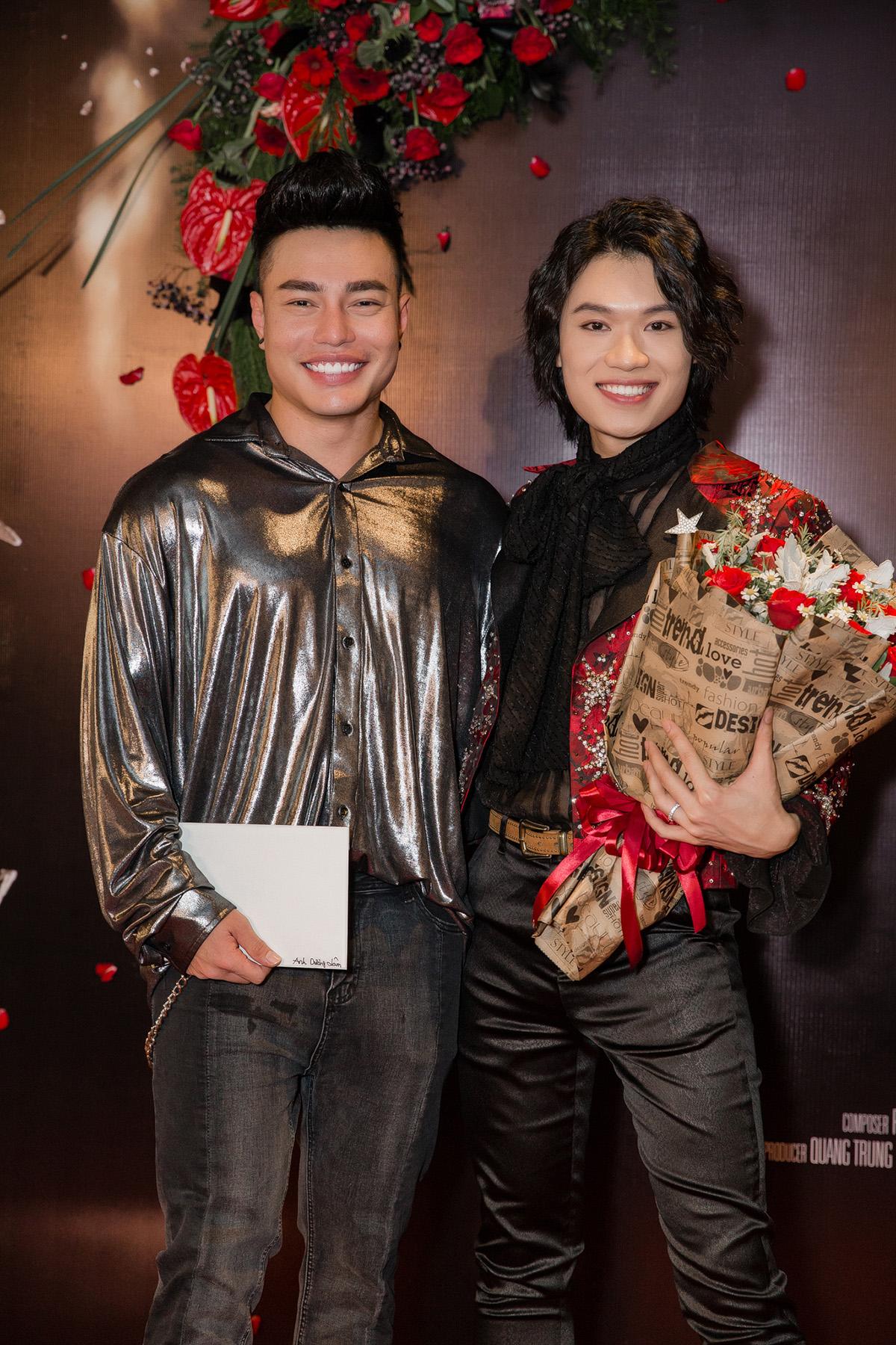 Phương Uyên khóc nức nở khi diễn viên hài Quang Trung lấn sân ca hát - 10