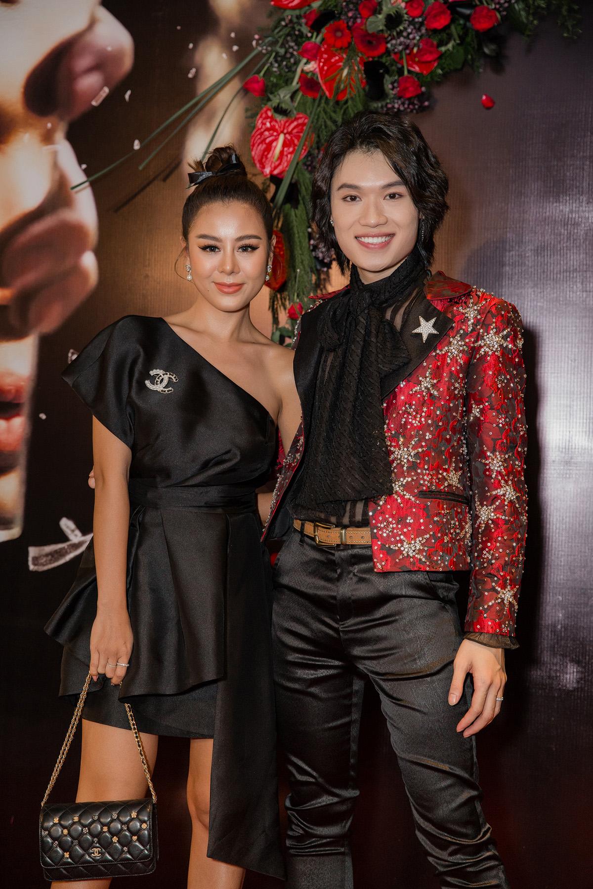 Phương Uyên khóc nức nở khi diễn viên hài Quang Trung lấn sân ca hát - 12