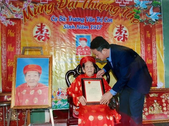 Cụ bà Quảng Trị 102 tuổi có 188 người con, cháu và bàn chân giao chỉ - 2