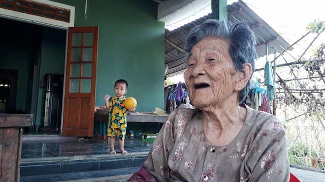 Cụ bà Quảng Trị 102 tuổi có 188 người con, cháu và bàn chân giao chỉ - 5