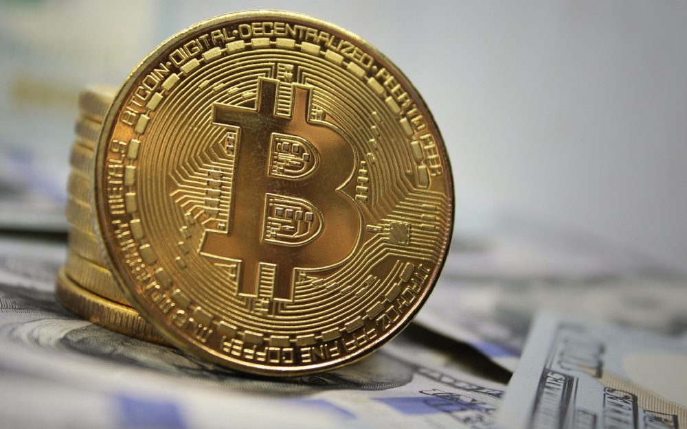 Giá tiền ảo bitcoin tăng lên mức cao nhất hơn 1 năm qua - 1