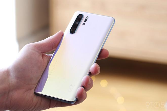 Mua smartphone Huawei được hoàn tiền nếu không chạy được Facebook và Google - 1