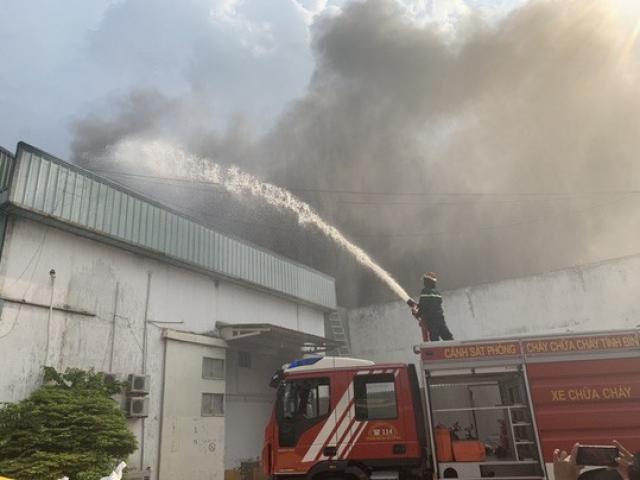 Nổ tại KCN Sóng Thần 2, cột khói bốc cao kèm mùi khó chịu