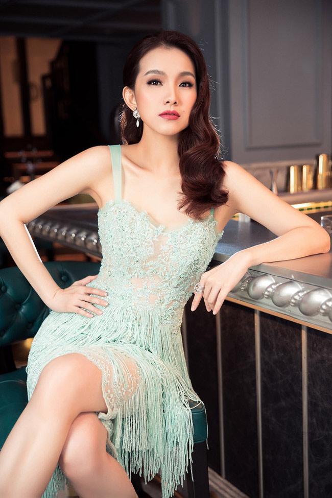 Thế nhưng, khi đang trên đỉnh cao danh vọng, Thùy Lâm khiến nhiều khán giả bị sốc khi bất ngờ kết hôn và rút lui khỏi làng giải trí.