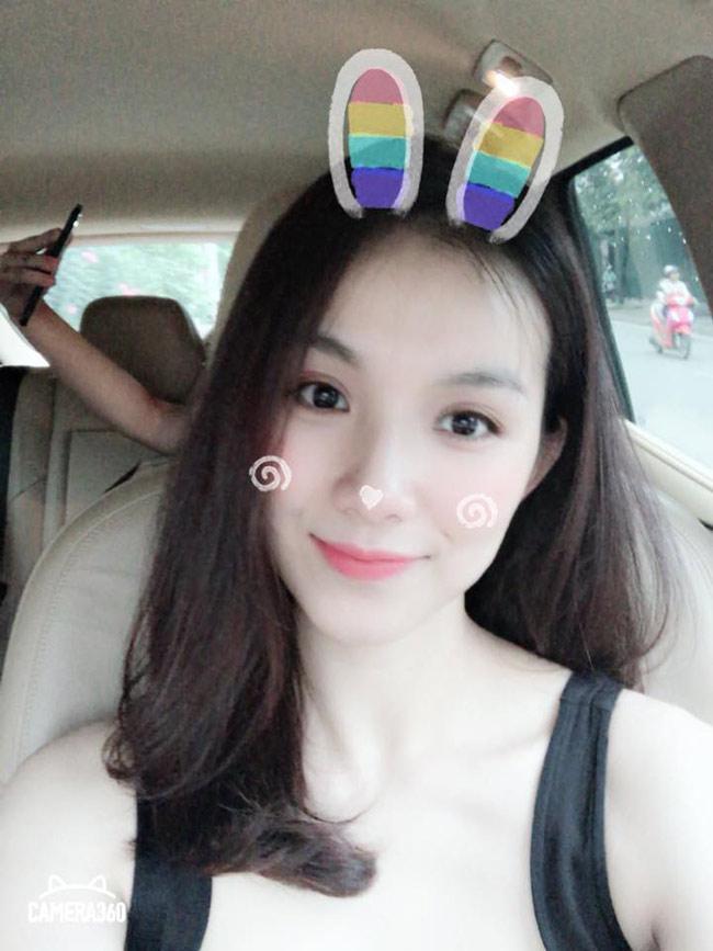Thậm chí Thùy Lâm còn rất nhí nhảnh chụp ảnh tự sướng khoe nhan sắc trẻ trung như gái đôi mươi.