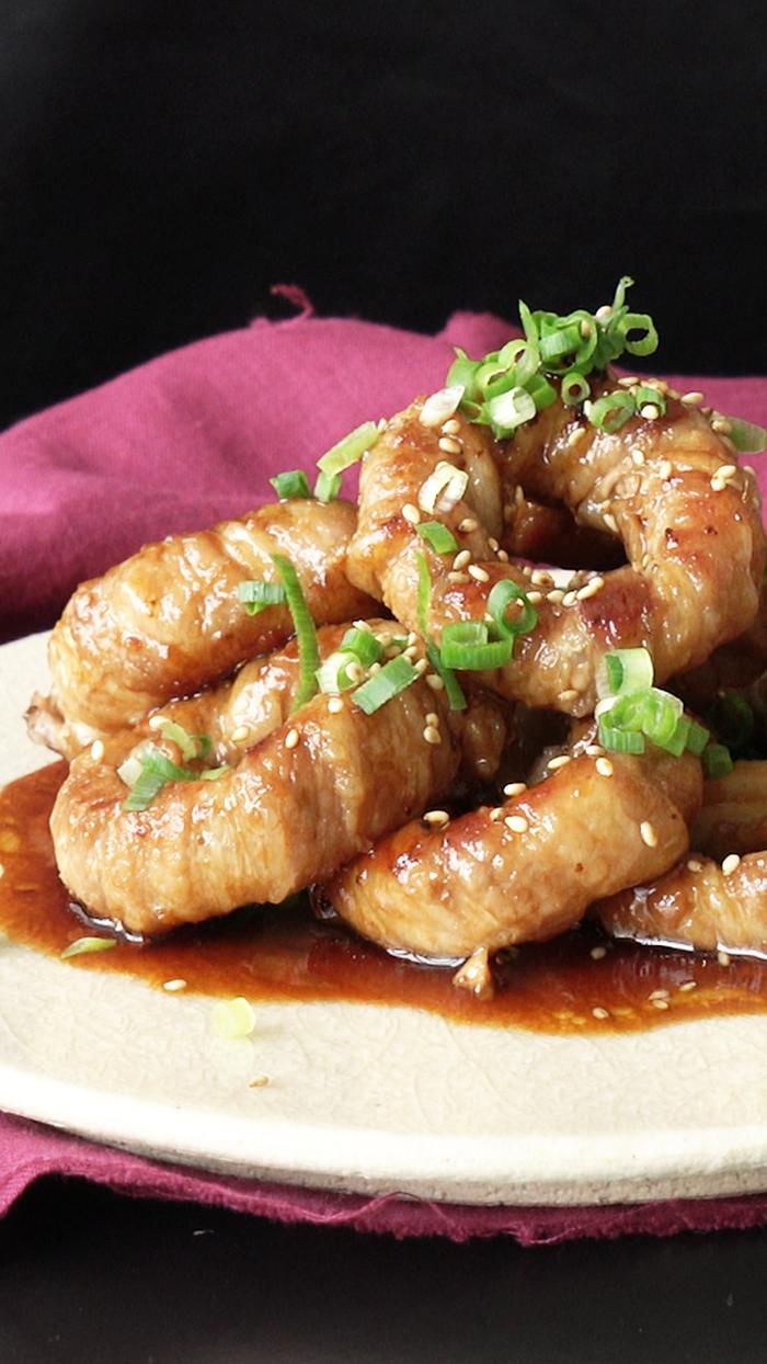 VIDEO: Mẹo làm thịt ba chỉ bọc hành tây sang chảnh như nhà hàng - 1