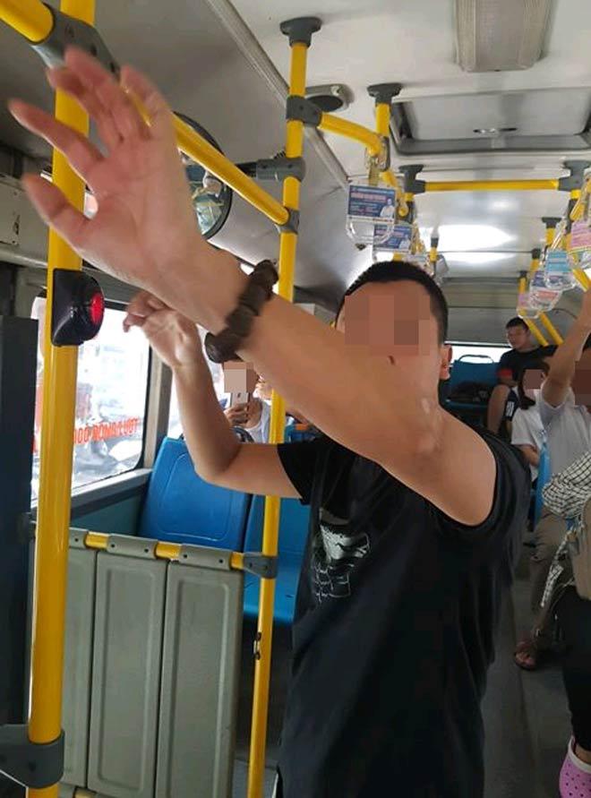 Người đàn ông thủ dâm trên xe buýt: Vì sao không xử phạt được? - 1