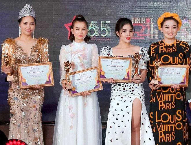 """""""Nàng Pơ Lang"""" Phạm Ngọc Huyền Trân biến hóa đa phong cách trong chuỗi sự kiện tại Malaysia - 1"""
