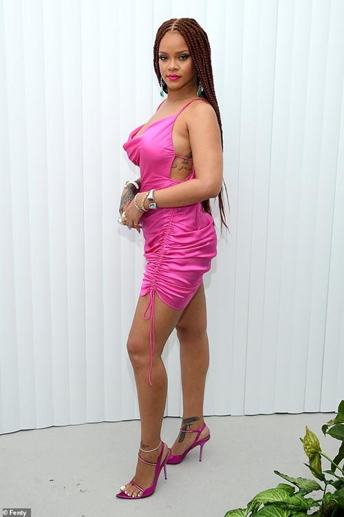 Thương hiệu thời trang của Rihanna được khen vì dùng ma nơ canh tròn trịa - 1