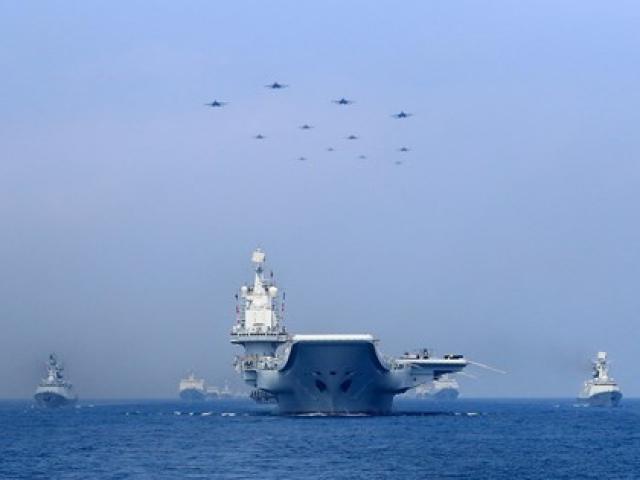 Nhóm tác chiến tàu sân bay Liêu Ninh của Trung Quốc đi qua eo biển Đài Loan