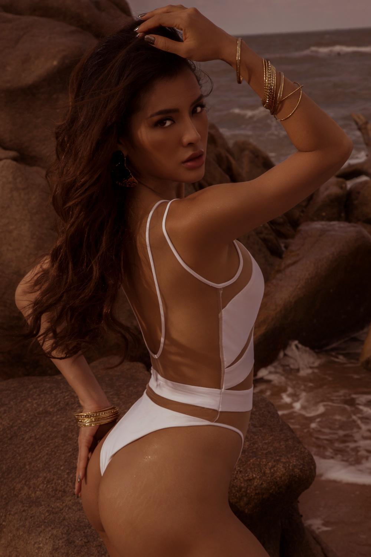 Phương Trinh Jolie diện bikini nóng bỏng trong chuyến du lịch Bali - 1